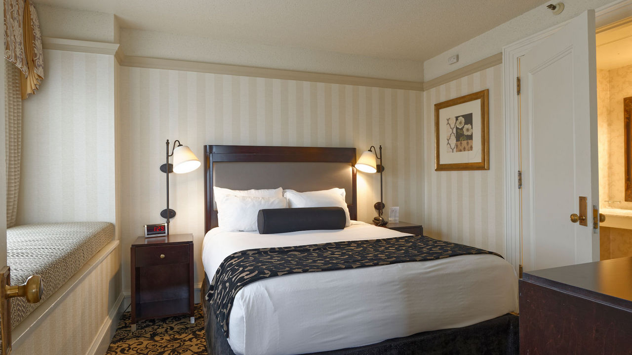 Gaslamp Plaza Suites image