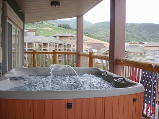 Tug westgate park city resort and spa for Balcony hot tub